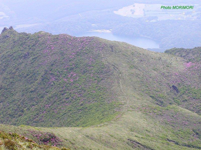 6f03a35c58 高千穂峰山頂 06-2 寄生火山二子石 ...