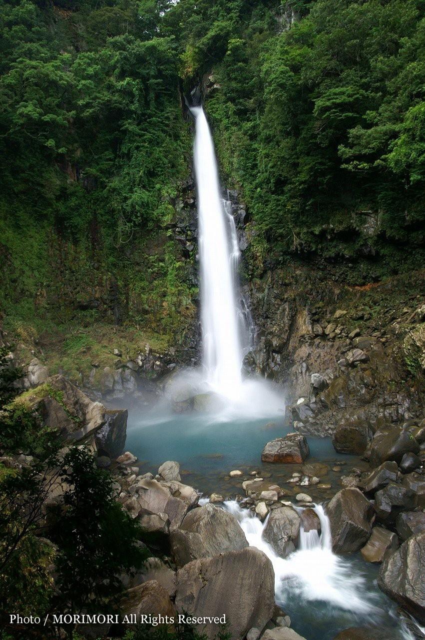 千里ヶ滝(千里の滝) 千里ヶ滝(千里の滝) 千里ヶ滝(千里の滝)は霧島山中では最も落差のある滝